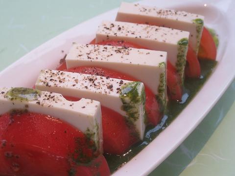 桃太郎トマトと豆富モッツアレラのカプレーゼ